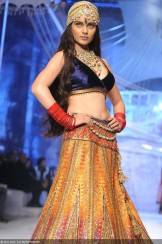 Kangana-Ranaut-showcases-a-creation-by-designer-JJ-Valaya-on-Day-1-of-India-Bridal-Fashion-Week-held-in-New-Delhi-on-July-23-2013-