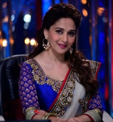 madhuri-dixit-looking-so-beautiful-grand-premiere-jhalak-dikhla-jaa-season-6