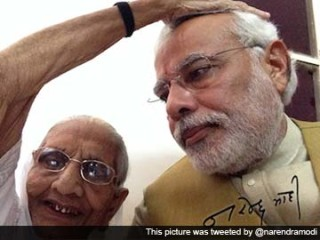 narendra-modi-with-mother-selfie-360_x5