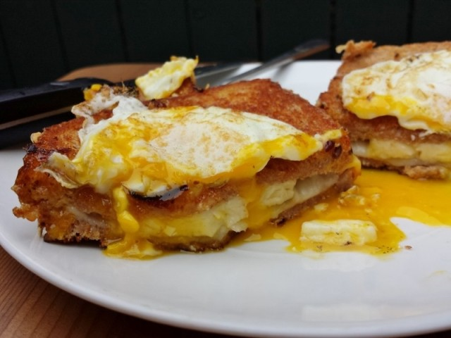 grilled-cheese-with-egg-on-top-2-800x600
