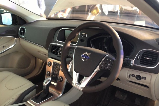 Volvo-V40-Cross-Country-Interiors1