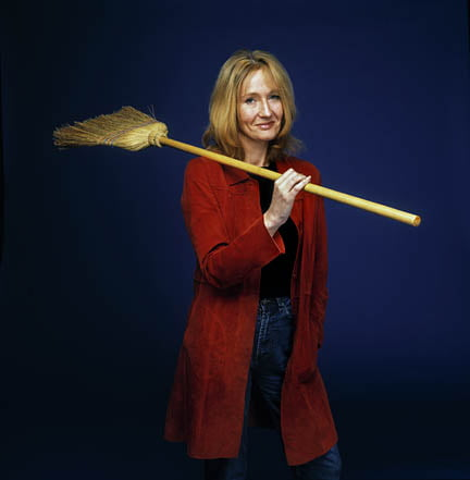 Joanne Rowling author of the Harry Potter books, Edinburgh, Scotland, UK. June 2000 © COPYRIGHT PHOTO BY MURDO MACLEOD All Rights Reserved Tel + 44 131 669 9659 Mobile +44 7831 504 531 Email:  m@murdophoto.com STANDARD TERMS AND CONDITIONS APPLY  see for details: http://www.murdophoto.com/T%26Cs.html No syndication, no redistrubution, repro fees apply.