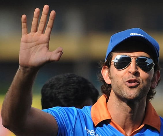 hrithik-roshan-double-thumb-right-hand1