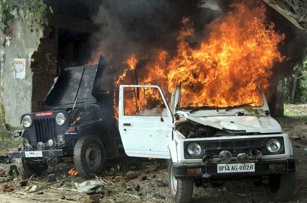Sardhana : A police jeep burnt during villagers clash with police on Sunday in Khera village of Meerut after defying prohibitory orders to hold a Mahapanchayat against slapping of NSA on BJP MLA Sangeet Som in connection with the Muzaffarnagar violence.  PTI Photo(PTI9_29_2013_000185B)