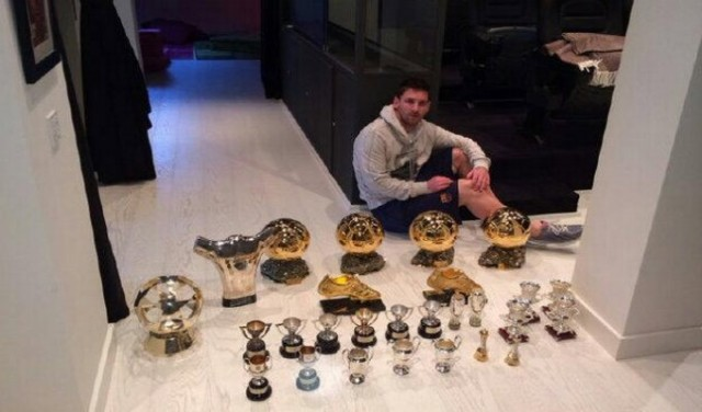 Lionel-Messi-Displays-His-Awards-Badges