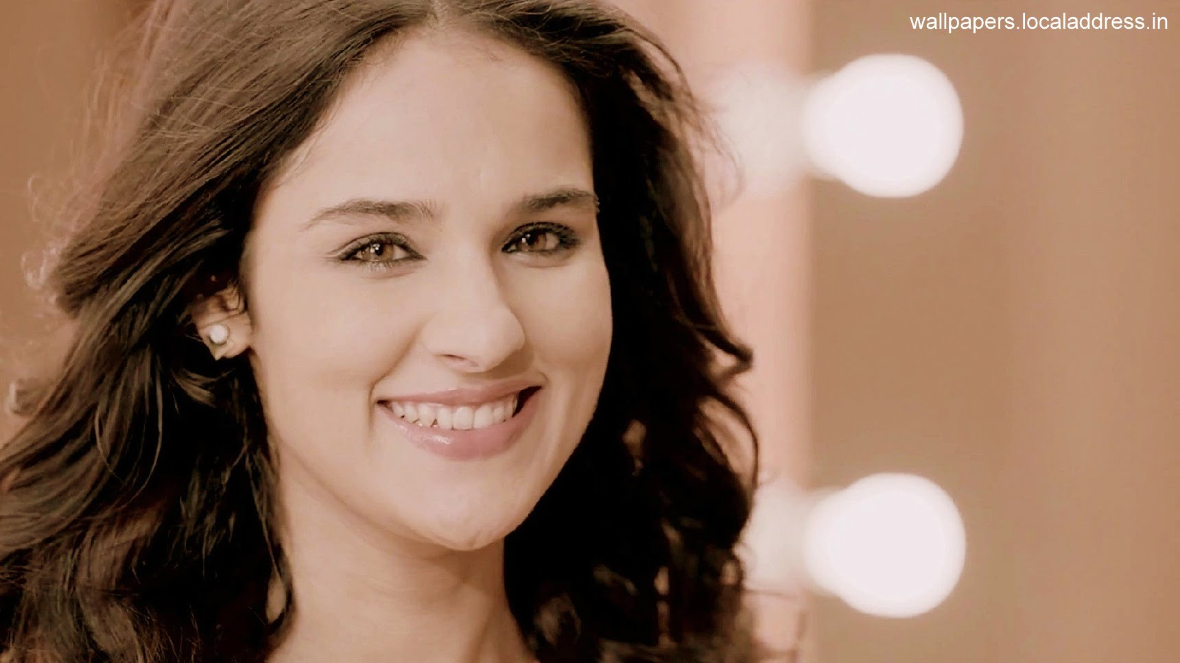 26_12_2015_11_23_45Angira Dhar Smile Images