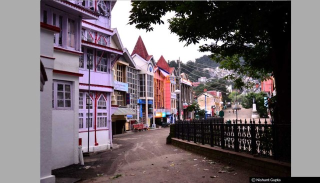 mall-road-shimla.-post-office-bank-buildings-can-also-been-seen-far-away
