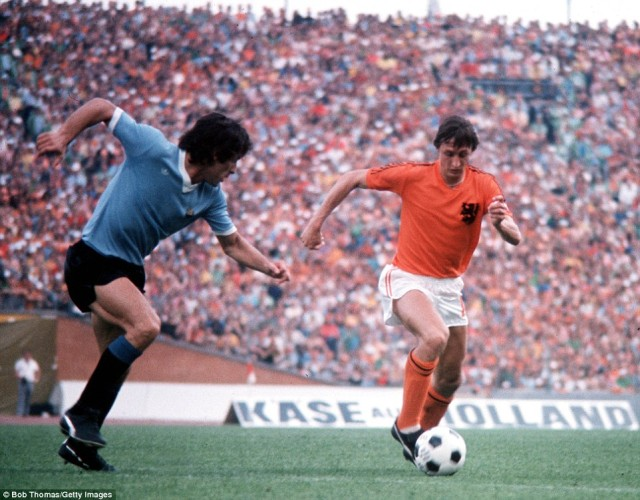 2DAA188500000578-3507746-Cruyff_right_goes_on_the_attack_for_Holland_as_his_country_beat_-a-31_1458828975204