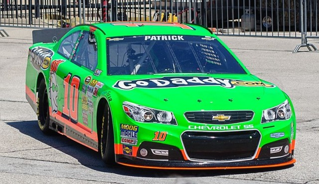 800px-Danica_Patrick_Stewart-Haas_Racing_Texas_April_2013