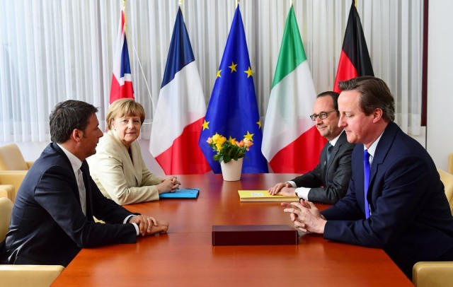 Italian Prime Minister Matteo Renzi (L-R), German Chancellor Angela Merkel, French President Francois Hollande and British Prime Minister David Cameron take part in a meeting during a European Union extraordinary summit seeking for a solution to the migrants crisis, in Brussels April 23, 2015. REUTERS/Emmanuel Dunand