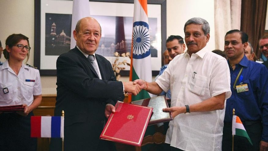 French Defense Minister Jean Yves le Drian Strikes a Pose with Indian Defense Minister Manohar Parrikar