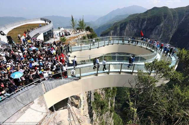 215349_longest_glass_skywalk_china
