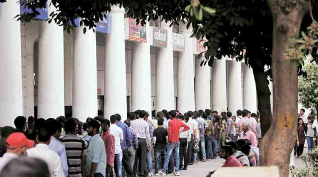 long queue outside bank due to demonetization