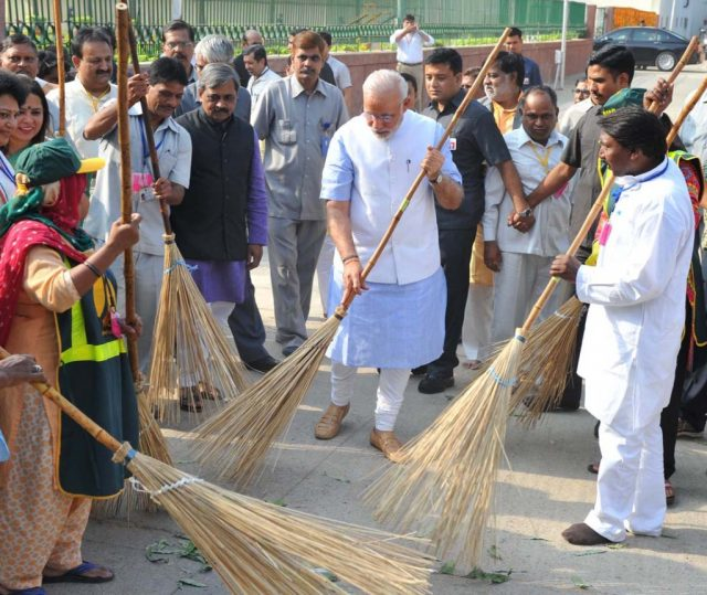 modi cleaning streets