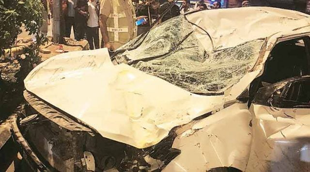 2 killed, 3 injured after auto hits traffic signal pole
