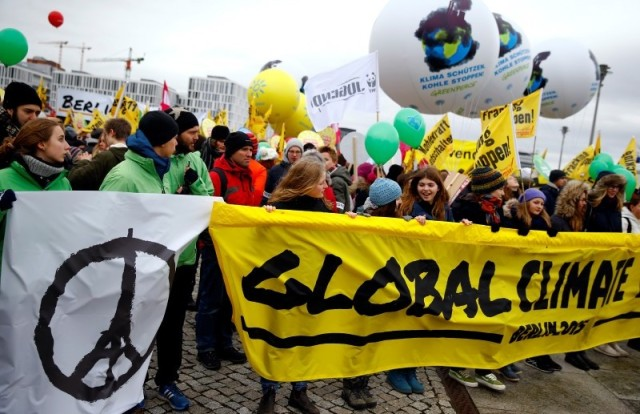 Protesters demonstrate during a rally held the day before the start of the Paris Climate Change Summit in Berlin, Germany, November 29, 2015. REUTERS/Pawel Kopczynski