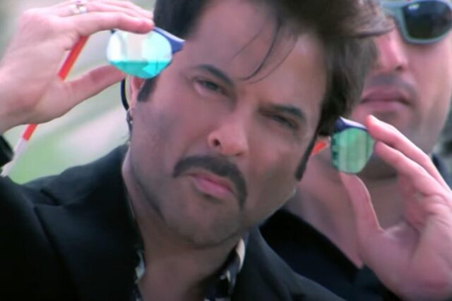 Majnu Bhai Enters With Taking His Special Glasses Off